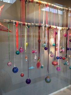 Nur noch ein paar Wochen und dann ist es schon wieder Weihnachten – und was könnte mehr Freude bereiten dann Ihr Haus mit Weihnachtsschmuck zu dekorieren. Und was ist cooler, dann viel von diesem Weihnachtsschmuck selber zu basteln? Weil es Dezember ist, werden wir zusätzliche DIY-Weihnachtsideen einsenden, damit Sie reichlich Inspiration haben! Viel Glück!
