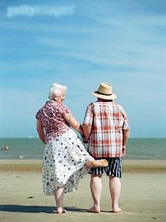 lasting love means maintaining your sense of humour and taking part in the lighter side of life. Take marriage tips from these guys and you won't go wrong. Vieux Couples, Old Couples, Cute Couples, Elderly Couples, Happy Couples, Mature Couples, Grow Old With Me, Unhappy Marriage, Godly Marriage