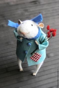 Купить Красные тюльпаны - белый, мышонок, тюльпаны, весна, милый, пушистый, смешной, мышка из шерсти