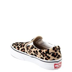 May 2020 - This Pin was discovered by Valery Cordova🌠Skate Shoes, Vans Shoes, Leopard Print Vans, Leopard Vans Outfit, Shoe Size Chart Kids, Girls Football Boots, Sports Footwear, Leopard Fashion, Skate Style