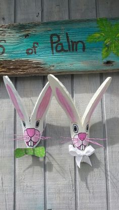 Easter  bunnies Palm Tree Crafts, Palm Tree Art, Palm Tree Leaves, Palm Trees, Easter Art, Easter Crafts, Holiday Crafts, Palm Frond Art, Palm Fronds