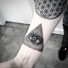 @lazerliz | @TATTOO_GUIDE #tattooartist #tattooist #tattooer…