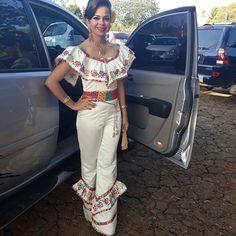 S.M. Diva Mercedes Falcón Durán #Guararé #Festivaldelamejorana #2017 Mexican Birthday, Mexican Outfit, Diva, Casual, Pocahontas, Outfits, Beauty, Dresses, Brown