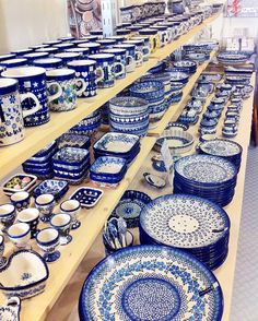 blue dishes, Portuguese pottery // Een gedeelte van onze Bunzlau Castle collectie. http://www.ladondon.nl/index.php/servies/bunzlau-castle.html