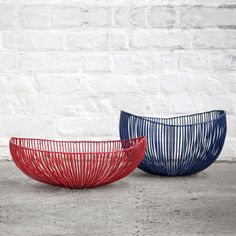 Antonino Sciortino by Serax - Diepe schaal Tale, blauw cm MEO Make Money Fast, Wire Baskets, Artisanal, Contemporary Furniture, Showroom, Home Accessories, Decorative Bowls, Sweet Home, Plates