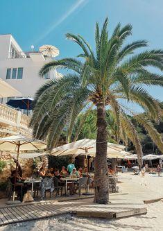 So schön ist die Cala Santanyi im Südosten Hotels, Dolores Park, Street View, Mansions, House Styles, Travel, Beaches, Outfit, Del Mar
