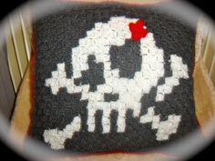 Coussin skull, téte de mort, fait main au crochet : Linge de lit enfants par jodestyl