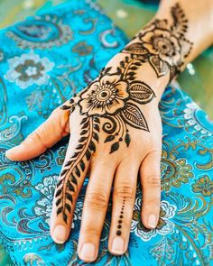 Today is a postal holiday so all henna orders go out tomorrow if you order by tonight! Link in profile! Hope everyone had a great weekend. Hand model: @instamichie Pillow: @hennacaravan Henna/photo/henna cones: @hennalounge #henna #mehndi #hennacones #rajasthanihenna #hennasupplies #hennasupplies #oaklandhenna #bayareahenna #510henna #sfhenna