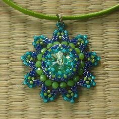 Jewelry making tutorials, a collection of tutorials: Orsi - Szillat pendant