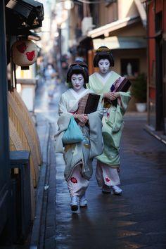 Ichisayo and Ichino strolling through Pontocho