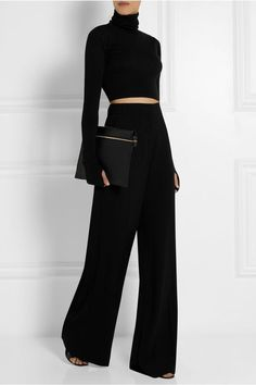 Maison Martin Margiela Cropped wool turtleneck sweater This whole outfit. Looks Chic, Looks Style, Style Me, Classic Style, Business Outfit, Fashion Mode, Luxury Fashion, Fashion Boots, Fashion Brands