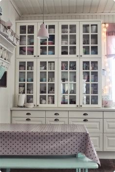 V a l k e a a U n e l m a a   love the drawers and the cabinets with glass doors