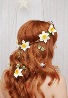 beautiful and easy. great for festivals!  (and look at that beautiful red hair ...)