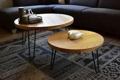 2 salon tafeltjes gemaakt uit onze oude eettafel. (reclaimed wood dus) machinaal geborsteld eiken om de houtstructuur wat meer uit te laten komen. Voorzien van hairpin legs van zwart staal.