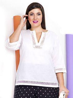 Blusa de color blanco con detalles decorativos de pasamanería en tallas grandes plus size