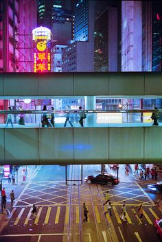 Hong Kong pedestrian overpass   nasone, via flickr