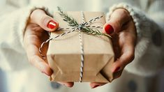 Need ideas for cheap gifts this holiday season? Here's our perennially popular list of 55 inexpensive Christmas gifts for everyone on your list. Boyfriend Anniversary Gifts, Diy Gifts For Boyfriend, Birthday Gifts For Boyfriend, Inexpensive Christmas Gifts, Holiday Gifts, Christmas Challenge, Christmas Scrapbook, Cheap Gifts, Last Minute Gifts