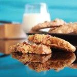 Joda, du leste riktig. Cookies med brunost, hvit sjokolade, traneb�r og cashew ble til etter at jeg hadde sett p� et av programmene til Eat Street. Inspirasjonen kom fra en som lagde compost cookies (som han kalte garbage cookies). S�ppelcookies var ikke et alternativ n�r jeg skulle finne p� navn ...