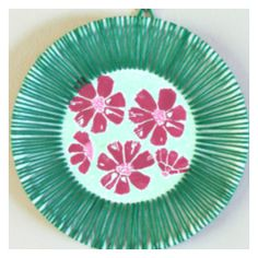 Paper crafts for kids just got a lot more fun with this Hawaiian-Inspired Paper Plate Art idea! Kids always love to paint, especially when flower stamps are involved! | AllFreeKidsCrafts.com
