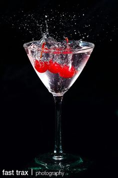 High speed photography Slow Motion Photography, High Speed Photography, Splash Photography, Amazing Photography, Food Photography, Fotografia Macro, Motion Capture, Camera Obscura, I Am Awesome