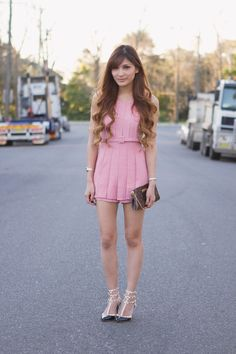 http://frillyskirts.net/post/60838469321/outfit-post-no-surprise-by-ministry-of-retail-part-1