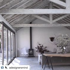 Of lately, I've developed a love for exposed beams. Maybe it's the honesty of the building exposing itself, maybe it's the space? cr @adesignersmind #design123 #interiordesign #inspiration #inspirasjon #interiør #interior #exposedbeams #space