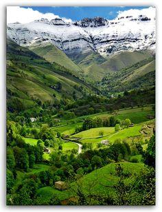 Snowcapped, Valle del Pisuena, Spain