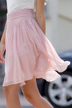 Flowy skirt : channel your inner ballerina with this delicate pink skirt Look Fashion, Fashion Beauty, Skirt Fashion, Fashion Hair, Fashion Models, High Fashion, Fashion Shoes, Fashion Clothes, Korean Fashion