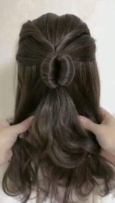 Trendfrisuren Chad, akkurater Mittelscheitel oder People from france Cut Cease to live Frisurentrends 2020 Bun Hairstyles For Long Hair, Work Hairstyles, Hairstyles Games, Easy Hairstyle, Iu Short Hair, Medium Hair Styles, Curly Hair Styles, Long Hair Video, Hair Videos