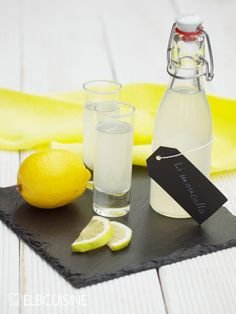 The quick limoncello, a lemon liqueur – it is not as complex to prepare as the original, but just as tasty for me. I love the scent of lemons, the recipe is fun to prepare and is really ready in no time … Easy Alcoholic Drinks, Alcholic Drinks, Drinks Alcohol Recipes, Cocktail Recipes, Limoncello Cocktails, Summer Cocktails, Lemon Desserts, Healthy Dessert Recipes, Healthy Foods To Eat