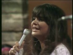 Linda Ronstadt in early 1970 on Playboy After Dark singing Walkin' Down The Line written by Bob Dylan - and that's Bernie Leadon singing back up/guitar - John London on guitar, John Ware on drums and Chris Darrow on fiddle Linda Ronstadt, 70s Music, Music Icon, Country Singers, Country Music, Rock And Roll Artists, Rip Glenn, Easy Listening Music, Lewis And Clark