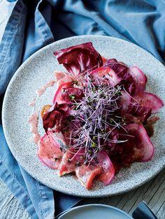 【ELLE a table】かつおとトレビス、紫スプラウトのカルパッチョレシピ|エル・オンライン