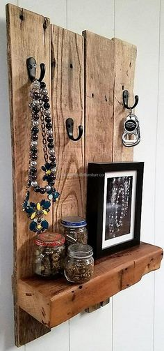 Let us show you first that anything can be placed and hanged on the shelf which is something great to know about this idea. For the rustic look, the pallets are not painted and nothing about them is looking weird.