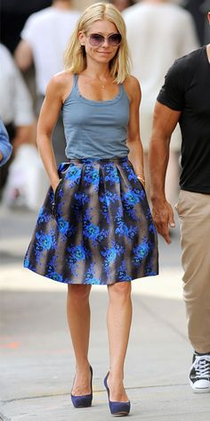 Kelly Ripa wearing a tank over a bold floral skirt, with purple pumps.