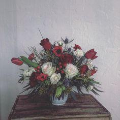 #orangerieottawa #ottawaflorist #supportlocal613 #ottawawedding #winterwedding #springwedding #centerpiece #whiteandredflowers