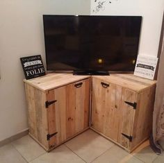This creative and simple wood pallet TV stand has been designed by mixing it up with two flavors of the drawers combination. It is quite a lot easy in terms of designing and if you know well how to recycle the wood pallet then this idea is best one for you.