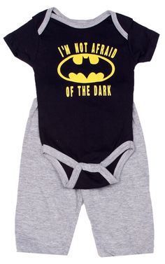 No lights, no problem with this short-sleeve onesie and pants set. It has the Batman classic logo and the words I'm Not Afraid Of The Dark printed on the front. Makes a great gift for newborns. - 100%