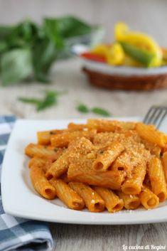 Pasta con sugo cremoso ai peperoni Risotto, Pasta Al Pesto, Aglio Olio, Armenia, Carrots, Food And Drink, Meals, Vegan, Vegetables