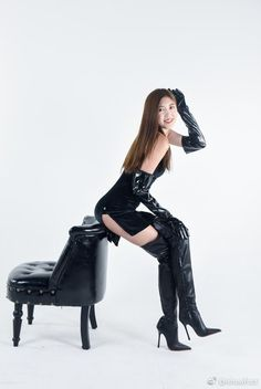 You look absolutely stunning and so so so horny - - Damenschuhe Asian Fashion, Girl Fashion, Womens Fashion, Sexy Stiefel, Leder Boots, Thigh High Boots Heels, High Leather Boots, Latex Girls, Sexy Boots