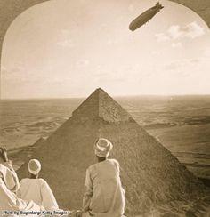 Zeppelin a piramis felett, 1931