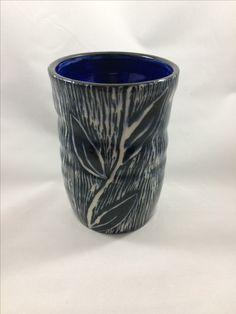 Porcelain tumbler with sgraffito