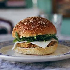 Tener tiempo para cocinar significar hamburguesa veggie con guacamole casero y queso de cabra  #veggie #veggieburger #veggies