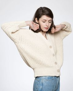 Undyed cotton cardigan made in Spain. Thick yarn knitted in a very flattering shape. Its weight allows the knit to hang just so, while the ribbed hem helps retain its shape. All natural.