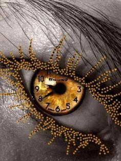 gold spider web and clock eyes Pretty Eyes, Cool Eyes, Beautiful Eyes, Amazing Eyes, Gif Kunst, Golden Eyes, Golden Time, Look Into My Eyes, Eye Art