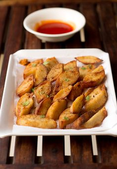 Idly Fry recipe a lipsmacking finger food snack to have during anytime of the day. Indian Breakfast, Breakfast For Dinner, Breakfast Dishes, Breakfast Recipes, Veggie Recipes, Indian Food Recipes, Snack Recipes, Cooking Recipes, Veggie Food