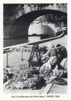 Les deux cardeuses du pont Neuf, Paris, 1954 • Maurice Bonnel