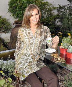 Elena Urrutia #cafes #blancos #amarillos #tonospasteles #tomandoelte #elegancia #mujer #independiente #verano #sol #frescura