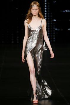 Saint Laurent Spring/Summer 2016 Ready-To-Wear Paris Fashion Week Dolly Fashion, High Fashion, Fashion Show, Fashion Week Paris, Runway Fashion, Belle Silhouette, Saint Laurent Paris, Spring Summer 2016, Fall 2016