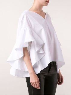White cotton ruffle sleeve blouse from Delpozo featuring a sweetheart neckline and a curved hem. Sleeve Designs, Blouse Designs, Modest Fashion, Fashion Dresses, White Shirts, Ruffle Sleeve, Ruffle Top, Everyday Fashion, Womens Fashion