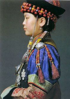Frauentracht der Burjaten - Traditional Buryat women dress.  [National Museum of Mongolia, Ulan Bator]